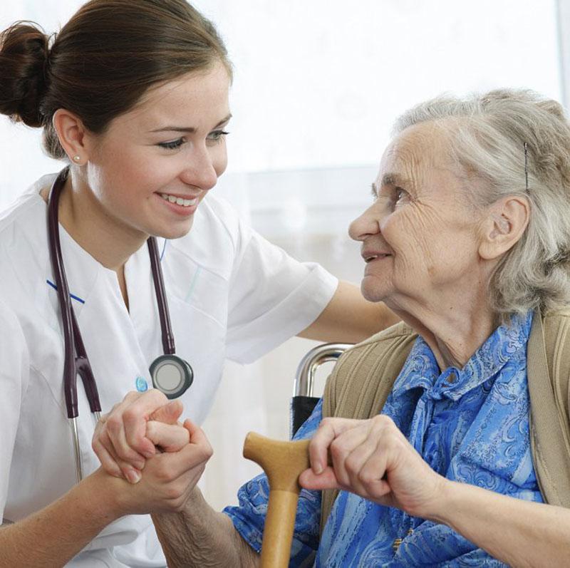 Стареть – не значит болеть: как в Пятой поликлинике оказывают помощь пожилым людям